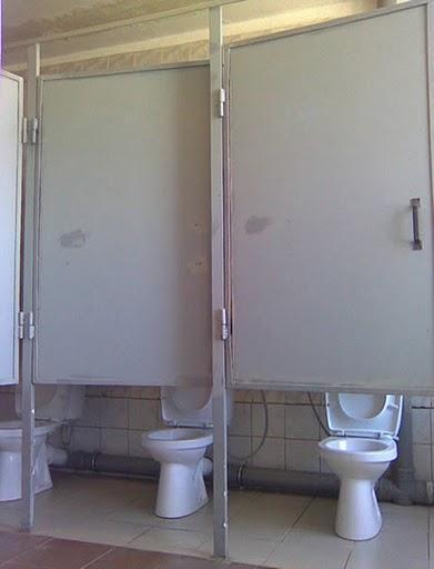 あり得ない構造のトイレ 2