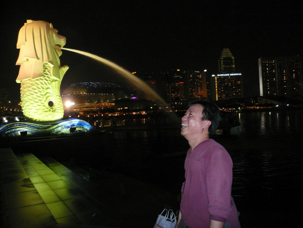 Drinking from the Singapore Merlion 13