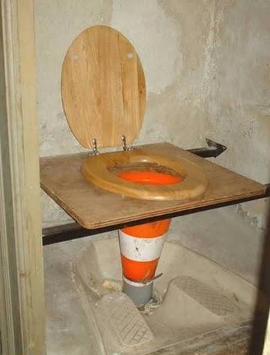 あり得ない構造のトイレ 1